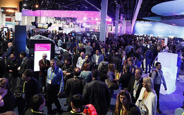 Crowds on CES show floor