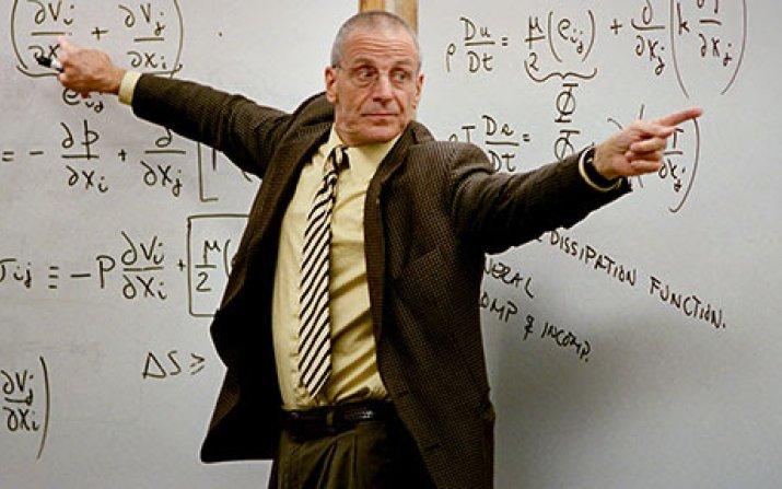 Former faculty member Joe Prahl teaching a class