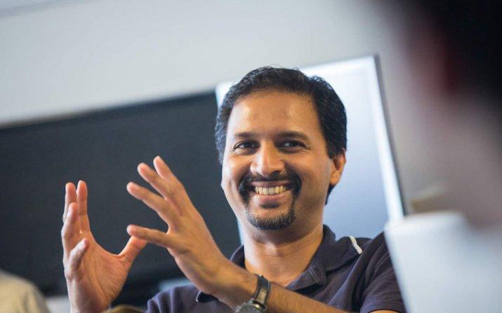 Anant Madabhushi gesturing