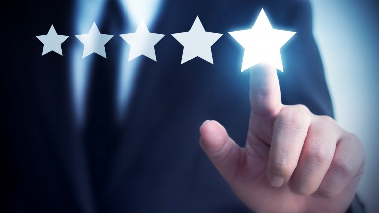 Hand selecting 5-star review