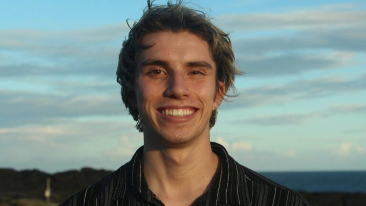 Headshot of Julian Narvaez