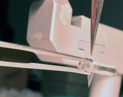 small device for inserting soft neural implants